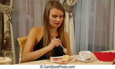 dessert, femme mange, jeune