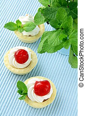 dessert tartlets with cream, mint