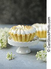 dessert tartlets with lemon cream and meringue