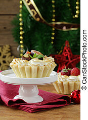 dessert tartlets with meringue
