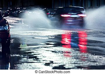 deszczowy, wóz, bryzgając, motion., zamazany, rainwater, koła, night.