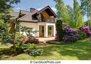 Detached house and beauty garden - Beauty garden in front of...