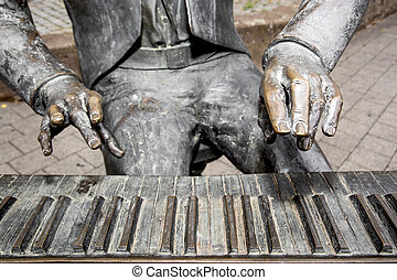 Detail of the pianist statue