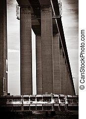 Detail of the Rio-Niteroi bridge