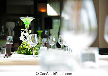 details from the wedding table