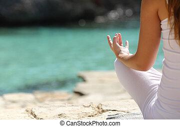 detalhe, de, um, mulher, mão, fazendo, ioga, exercícios, praia