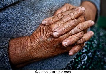 detalhe, ligado, antigas, mãos, de, sênior, enrugado, mulher