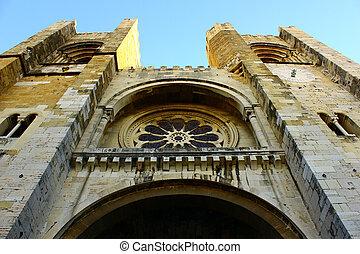 detalle, de, el, fachada, de, la catedral, de, lisboa, portugal