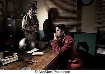 detective, mujer, pensativo, oficina, entrevistar, joven, el suyo