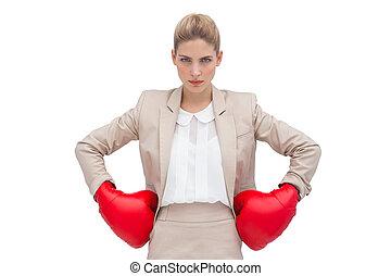 determinado, mujer de negocios, guantes, boxeo