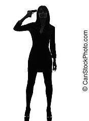detetive, mulher, silueta, arma, segurando, excitado, apontar