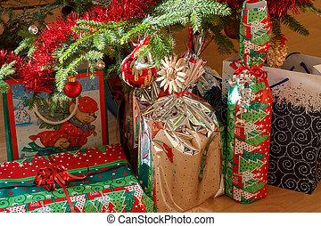 dettaglio, di, regali, sotto, decorato, albero natale