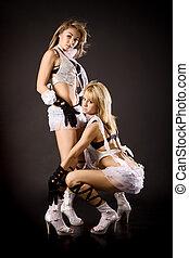 deux, beau, danseur, girl, dans, blanc, costumes, sur, arrière-plan noir