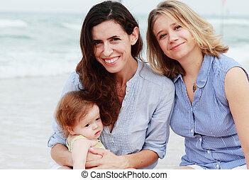 deux, belles filles, à, a, bébé, plage