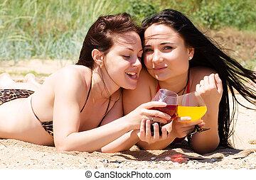deux, boisson, cocktails, jeune, plage, filles