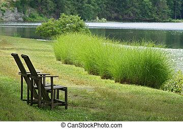 deux, chaises, revêtement, lac