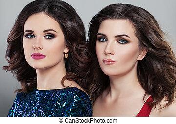 deux, charmant, femmes, mode, models., soir, coiffure, et, maquillage