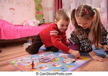 deux enfants, jeu, dans, salle jeux