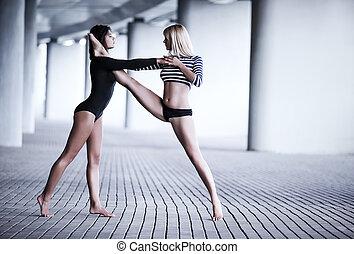 deux femmes, danse