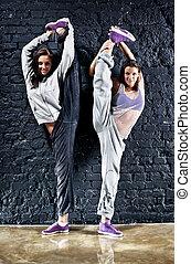 deux femmes, danseurs