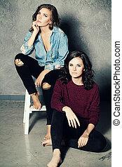 deux femmes, mannequin