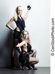 deux femmes, mode