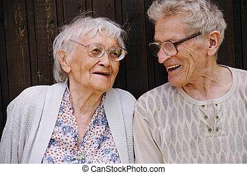 deux, grand, portrait, friends., personne agee, grands-parents, rire, ensemble.