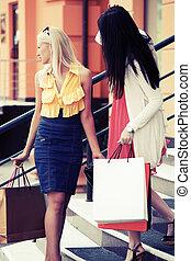deux, heureux, jeune, mode, femmes, à, sacs provisions