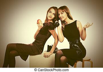 deux, heureux, jeune, mode, femmes, appeler, sur, retro, téléphone