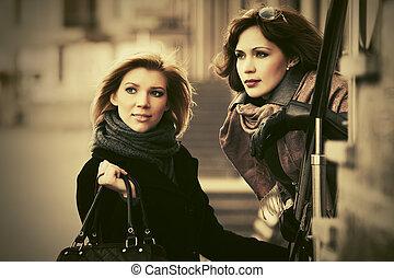 deux, heureux, jeune, mode, femmes, sur, rue ville