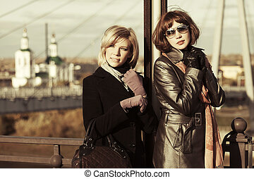 deux, heureux, jeune, mode, femmes, sur, ville, rue