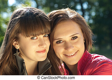 deux, heureux, jeunes femmes, headshot