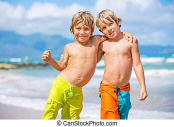 deux, jeune, exotique, garçons, amusement, plage, avoir