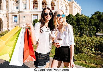 deux, jeune, mode, femmes, à, sacs provisions