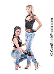deux, jeune, sexy, femmes, dans, jeans treillis, isolé, blanc