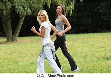 deux, jeunes femmes, dans, sports