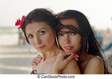 deux, jeunes femmes, dehors