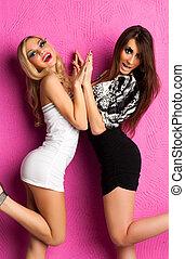 deux, jeunes femmes, mode