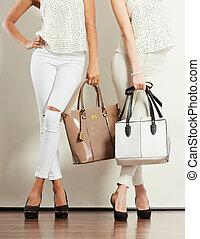 deux, mince, femmes, dans, à, cuir, sacs, handbags.