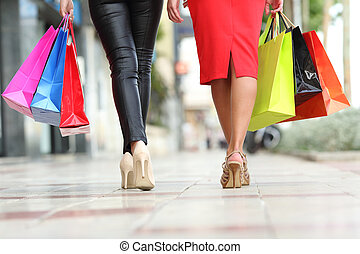 deux, mode, femmes, jambes, marche, à, sacs provisions
