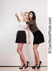 deux, mode, femmes, pointage, esprit, doigt