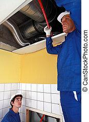 deux, ouvriers, vérification, système ventilation
