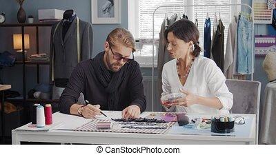 deux, professionnel, habillement, esquisser, couturier, concevoir