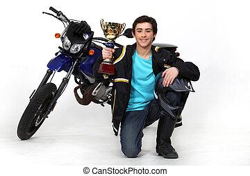 devant, adolescent, moto, tasse or