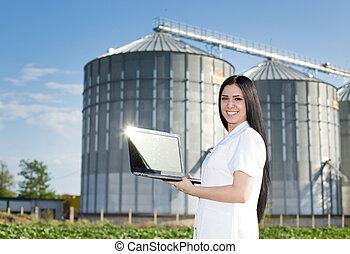 devant, agronomist, femme, silo