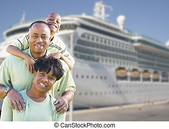 devant, bateau, famille heureuse, croisière