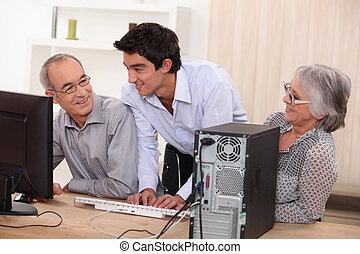 devant, couple, informatique, personnes agées