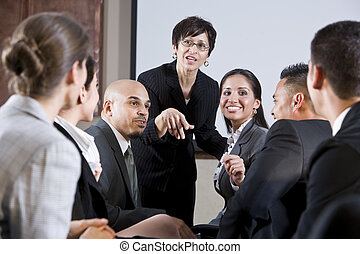 devant, femme, divers, businesspeople, converser