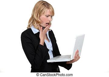devant, femme, informatique, choqué