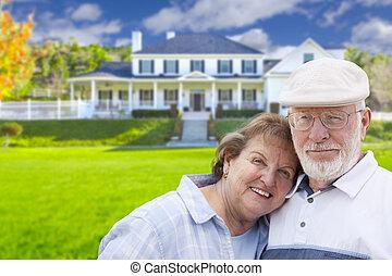 devant, maison, couple, personne agee, heureux